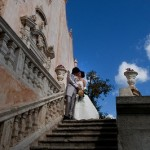 タオルミーナの教会の前でロマンチックな一枚。
